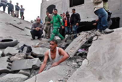 הרס ברחובות עזה (צילום: רויטרס) (צילום: רויטרס)