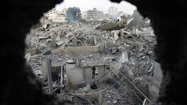 הפצצה בעזה במבצע צוק איתן (צילום: רויטרס)