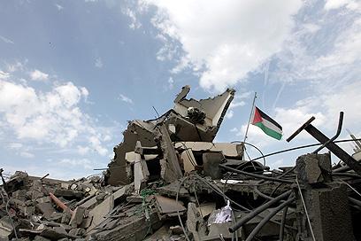 הריסת המוסדות הפלסטיניים לא תועיל לישראל. הריסות לשכת הנייה (צילום: EPA)