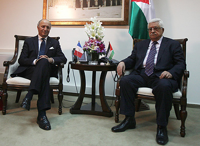French FM Fabius with Abbas in Ramallah (Photo: AFP)