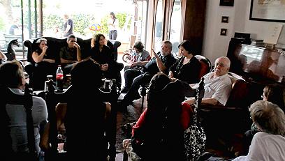 חברי מרצ נפגשו עם תושבי קו העימות באשדוד (צילום: דניאל צ׳קלוב) (צילום: דניאל צ׳קלוב)
