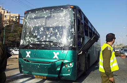 האוטובוס שנפגע הבוקר בבאר שבע (צילום: אילנה קוריאל) (צילום: אילנה קוריאל)
