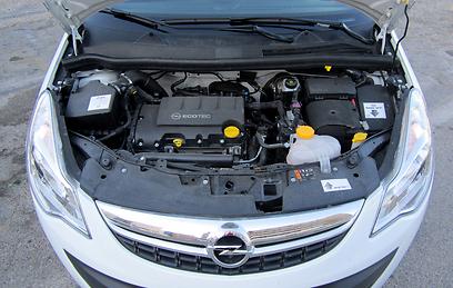 המנוע מחוספס אך מציעה כוח מספק ותצרוכת דלק סבירה (צילום: רועי צוקרמן) (צילום: רועי צוקרמן)