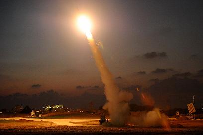 כיפת ברזל מיירטת רקטות באשדוד במבצע עמוד ענן (צילום: אבגר אידן)