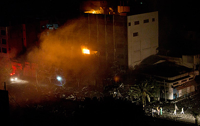 בניין בעזה שהותקף אמש (צילום: AP) (צילום: AP)