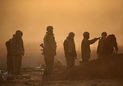 חיילים סמוך לרצועה (צילום: Gettyimages) (צילום: Gettyimages)