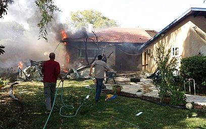 הבית שספג הבוקר פגיעה ישירה במועצה האזורית באר טוביה (צילום: בן עטיה) (צילום: בן עטיה)