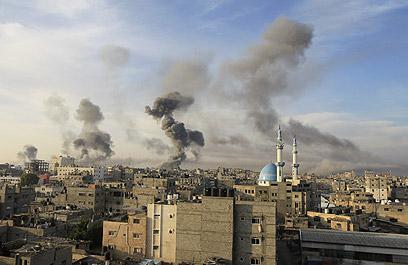 עשן מעל רצועת עזה (צילום: AFP) (צילום: AFP)