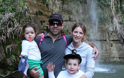 שבע חסימות מעיים. אמור ומשפחתה לפני פרוץ המחלה ()