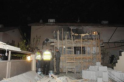 זירת נפילת גראד, הערב בבאר שבע (צילום: הרצל יוסף) (צילום: הרצל יוסף)