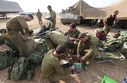 ארכיון. חיילי מילואים בעוטף עזה (צילום: גיל יוחנן) (צילום: גיל יוחנן)
