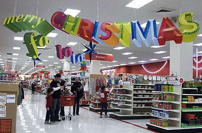 """רוח החג האמיתי? חנות טרגט בארה""""ב מברכת את הבאים בשעריה (צילום: AFP) (צילום: AFP)"""