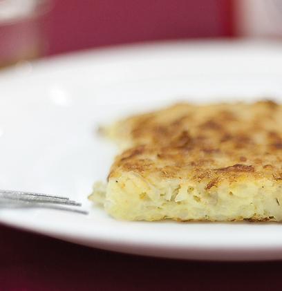 נמוכה אך מנצחת. פשטידת תפוחי אדמה (צילום: אסי חיים) (צילום: אסי חיים)