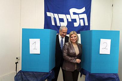 ראש הממשלה ורעייתו, הבוקר בירושלים (צילום: גיל יוחנן) (צילום: גיל יוחנן)