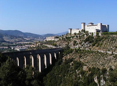 גשר המגדלים וטירת אלבורנוז, ספולטו (צילום: Archivio IAT di Spoleto) (צילום: דלית קצנלנבוגן) (צילום: דלית קצנלנבוגן)