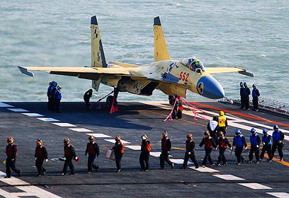 המטוס לפני ההמראה (צילום: AP) (צילום: AP)