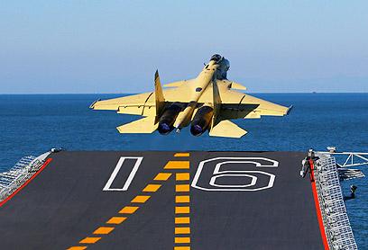 המטוס ממריא (צילום: AP) (צילום: AP)