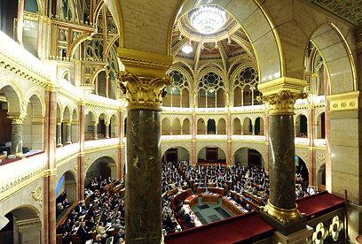 """הפרלמנט ההונגרי. """"האם הדברים האלה יכולים להישמע בלי שיהיו לכך השלכות?"""" (צילום: AFP) (צילום: AFP)"""