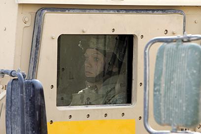 חיילת אמריקנית בתכרית, עיראק (ארכיון)                  (צילום: AFP) (צילום: AFP)