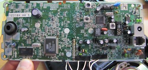 המוח של משיבון משנות ה-2000. מימין למטה: שבב זכרון  (צילום: עידו גנדל)