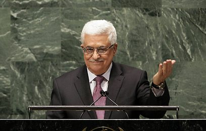 Abbas addresses UN before vote on upgraded status (Archive photo: AP)