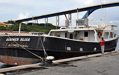 הסירה שנשדדה         (AP) (AP)