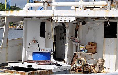 הסירה שנשדדה - יש חלודה, אין אבטחה         (AP) (AP)