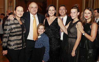 משפחת תשובה (צילום: מארק ון הולדן)