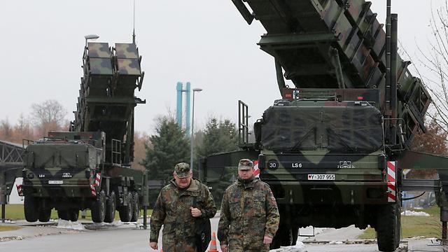 """הברית הצבאית נאלצה להמציא את עצמה מחדש לאחר המלחמה הקרה. טילי פטריוט של נאט""""ו בגרמניה (צילום: AFP) (צילום: AFP)"""