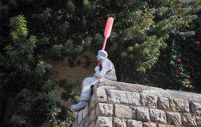 """""""אלחוף"""" של בלהה אהרוני בתערוכה """"לוג אין לוג אאוט""""  (צילום: מור אלנקוה) (צילום: מור אלנקוה)"""