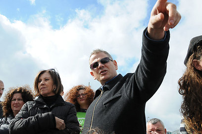 חברי הכנסת ניצן הורוביץ וזהבה גלאון בסיור היום (צילום: ענת כרמל) (צילום: ענת כרמל)
