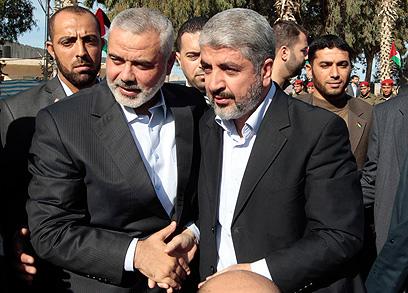 ראש ממשלת חמאס וראש הלשכה המדינית. הנייה ומשעל יחדיו (צילום: רויטרס) (צילום: רויטרס)