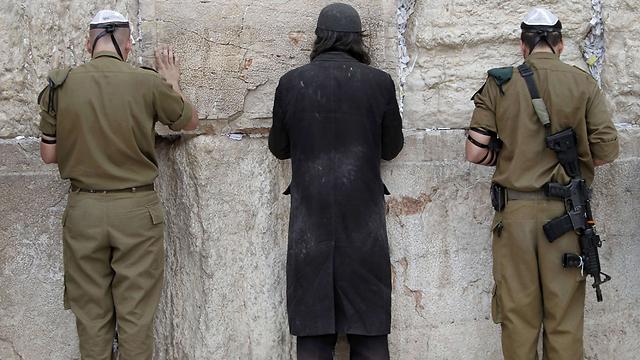 """נתניהו: """"להיות חייל זו גאווה"""", ליצמן: """"התקיפה היא קו אדום"""" (צילום: AFP)"""