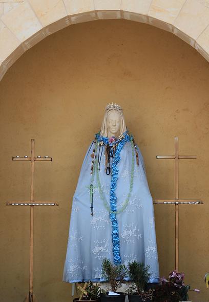 פסל מריה בכנסיית מריה הקדושה (צילום: שחר גל-נור) (צילום: שחר גל-נור)