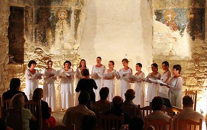 """אנמבסל """"קולות נעמה"""" שרים בקונצרטיול במעיליא (צילום: נעה לוריה) (צילום: נעה לוריה)"""