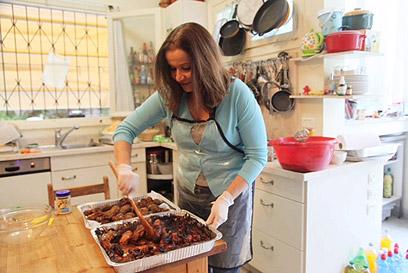 במטבח שלה  (צילום: מוטי קמחי) (צילום: מוטי קמחי)