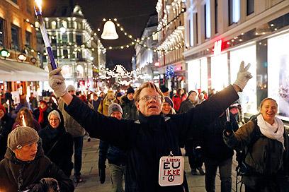 אלף הפגינו באוסלו נגד הענקת הפרס לאיחוד האירופי (צילום: EPA) (צילום: EPA)