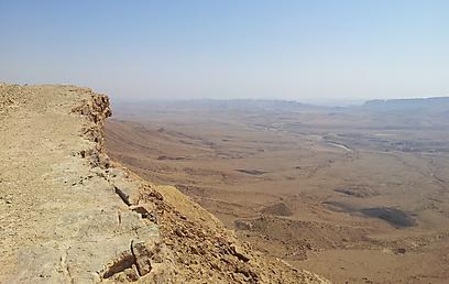 """40 ק""""מ של פלא מדברי. מכתש רמון (צילום: זיו ריינשטיין) (צילום: זיו ריינשטיין)"""