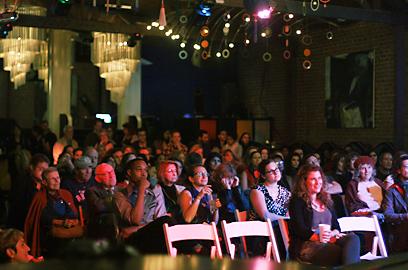 סחפו את הקהל בסיפורים אישיים