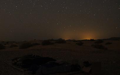 צופים במטר המטאורים בדרום (צילום: בן נתנאל)  (צילום: בן נתנאל) (צילום: בן נתנאל)
