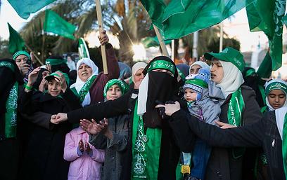 אלפים מציינים 25 שנה לחמאס. שכם, אתמול (צילום: אוהד צויגנברג ) (צילום: אוהד צויגנברג )
