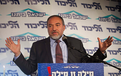 Lieberman addresses charges (Photo: AP)