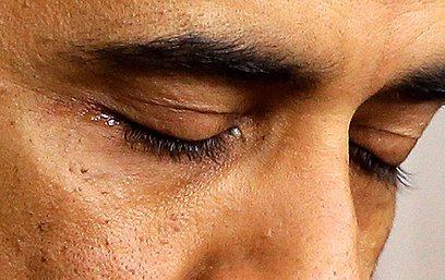 דמעות הנשיא אובמה  (צילום: AP) (צילום: AP)