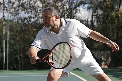 שר החוץ ליברמן משחק טניס בסוף השבוע (צילום: אלכס קולומויסקי) (צילום: אלכס קולומויסקי)