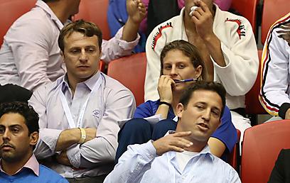 שלזינגר באליפות ישראל האחרונה, יושבת ביציע (צילום: אורן אהרוני) (צילום: אורן אהרוני)