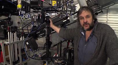 ג'קסון ואחת מעשרות המצלמות שנעשה בהן שימוש בסרט ()