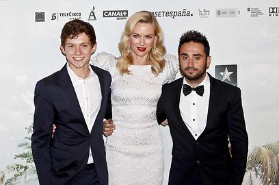 נעמי ווטס עם המאי חואן אנטוניו באיונה וטום הולנד (צילום: MCT) (צילום: MCT)