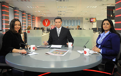 """יחימוביץ' באולפן ynet. """"אלחם שלא תהיה עסקת טיעון לליברמן"""" (צילום: בני דויטש)"""