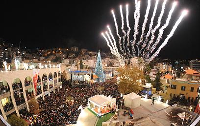 החגיגות בעיצומן בערש הנצרות. נצרת מוארת (צילום: חוסרי איהב) (צילום: חוסרי איהב)