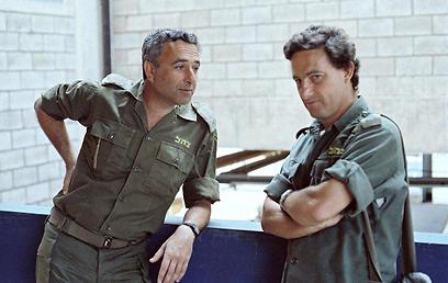 ביירות, 1982: אמנון ליפקין שחק ורון בן ישי.צילום: יוסי בן-חנן   (צילום: יוסי בן-חנן) (צילום: יוסי בן-חנן)